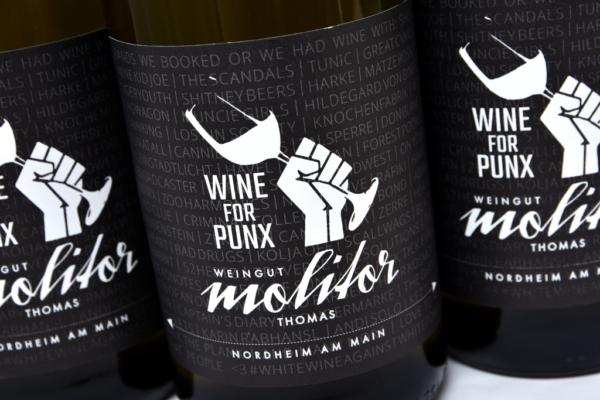 Weingut Thomas Molitor Nordheim am Main Weinflasche CloseUp Wurzel